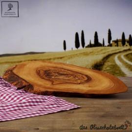 Planche à découper en écorce d'olivier, un peu ovale