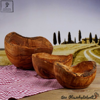 Bol en bois d'olivier avec bordure naturelle