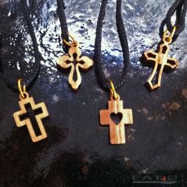 Collier pendentif cruciforme avec beau grain